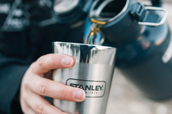 stanley-pmi-insulated-growler-pints-beer-pouring